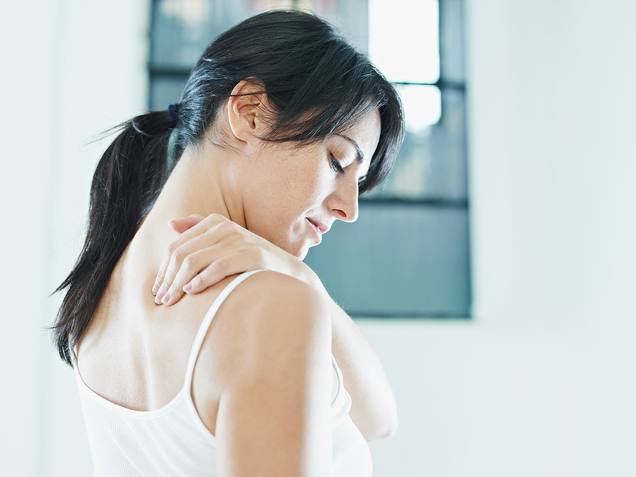Woman with shoulder pain in Bradenton, FL