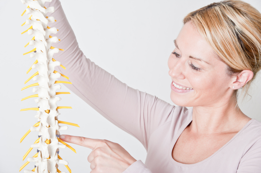 chiropractor explaining herniated disc at Lakewood Ranch Chiropractic