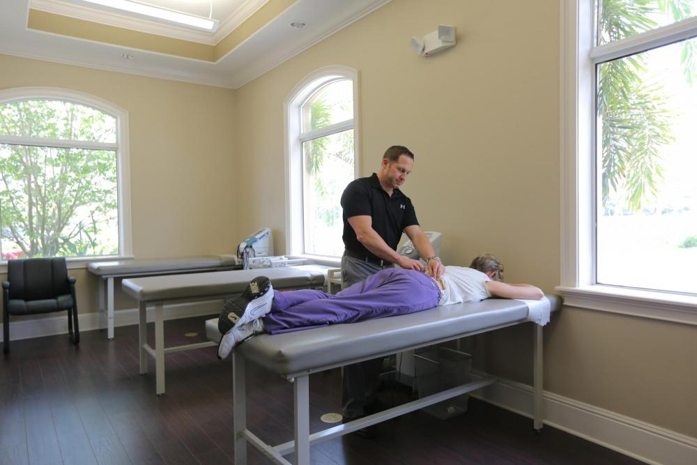 Lakewood Chiropractor treating a patient